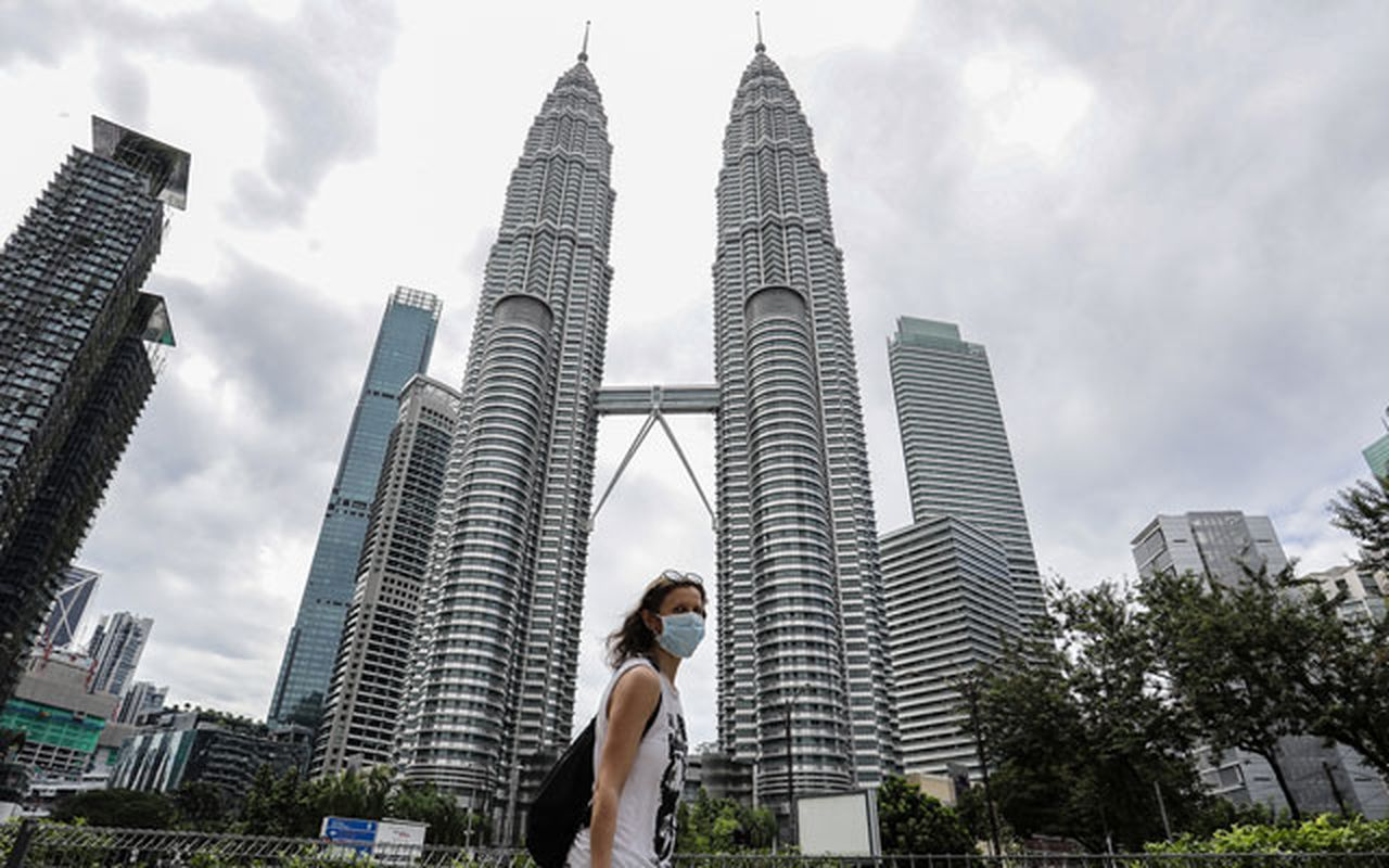Malaysia's exports fall to the lowest level in 11 years