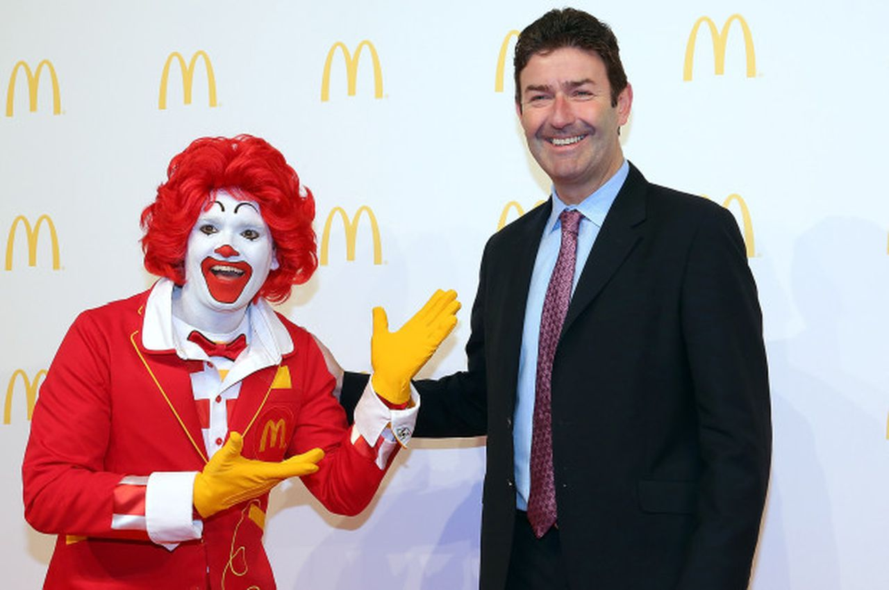 Mcdonald's Ex-Ceo Steve Easterbrook poses with the clown. Image via the New york post.