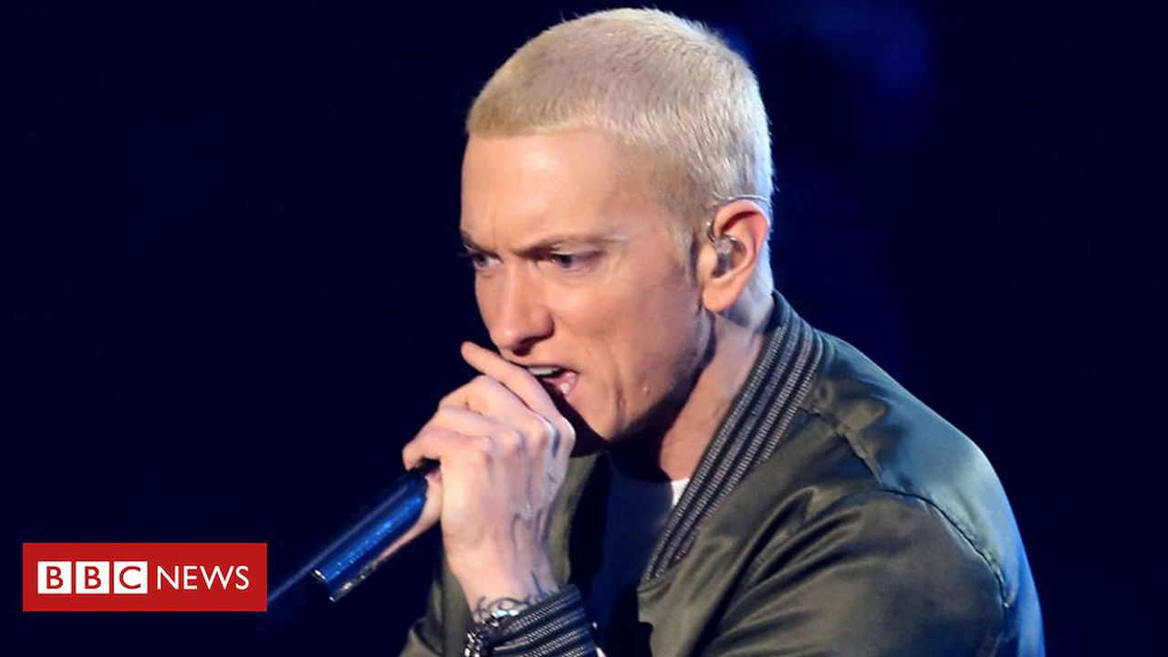 Eminem 'detained an intruder' in his living room