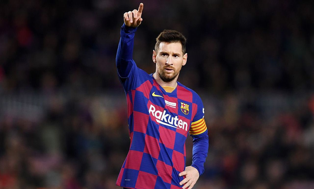 Lionel Messi brings up his 700th goal